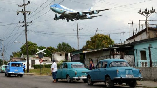 El avión oficial del gobierno de EE.UU., el mítico Air Force One, aterrizó en La Habana por primera vez en la historia. Foto: Reuters