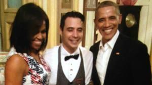 Barack  y Michelle Obama junto al mesero que los atendió en la paladar San Cristobal